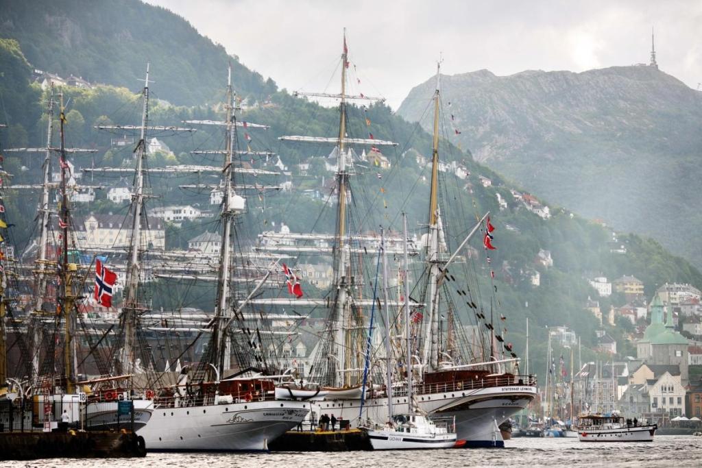 Proud vessels